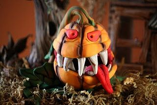 This is the very first toothy JOL that I made from polymer clay. It was done for the front lawn of a Halloween scenery that I made