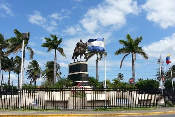 http://ru.esosedi.org/NI/MN/1000464316/pamyatnik_simonu_bolivaru/  Памятник Симону Боливару – #Никарагуа #Манагуа (#NI_MN) Памятник подарен Никарагуа Уго Чавесом.