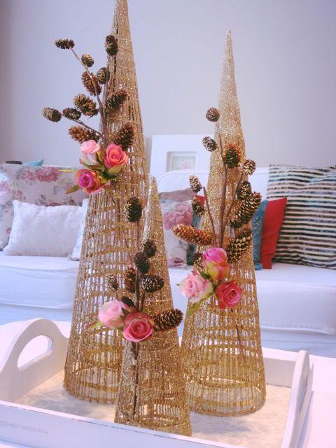 Decoração de Natal com pinhas e rosas!