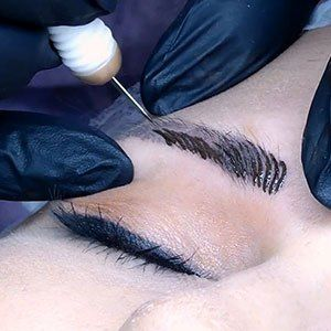 In an up close and personal video, Corri McFadden shows readers what an eyebrow microblading appointment looks like and shares details about the procedure. #Microblading