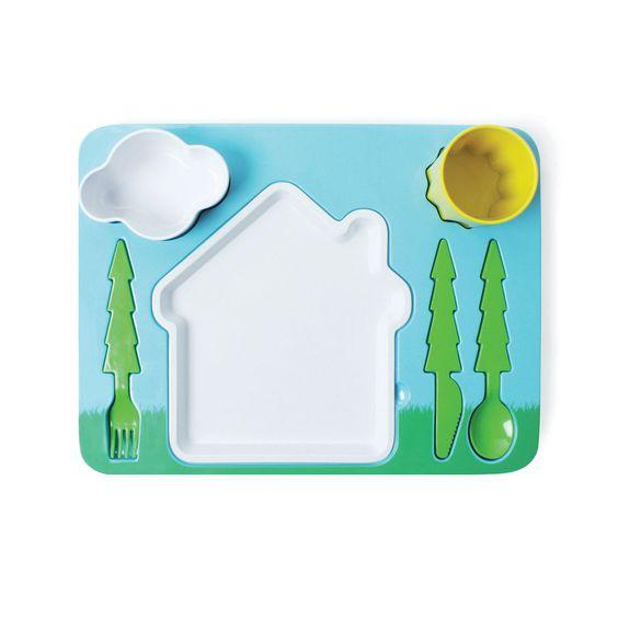 Set comprensivo di vassoio, posate, piatto e bicchiere. Questo set permette di insegnare ai bambini a mangiare correttamente con le posate, ma giocando.