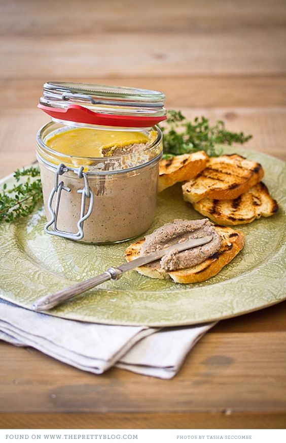 Fabulous chicken liver pate recipe from theprettyblog.com