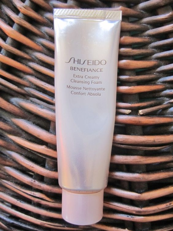 Best facewash for a deep clean and fresh face! Read the review on it! It does wonders