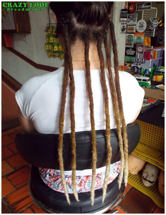 Dreads na cabeleira de Tainá de Porto Alegre/RS