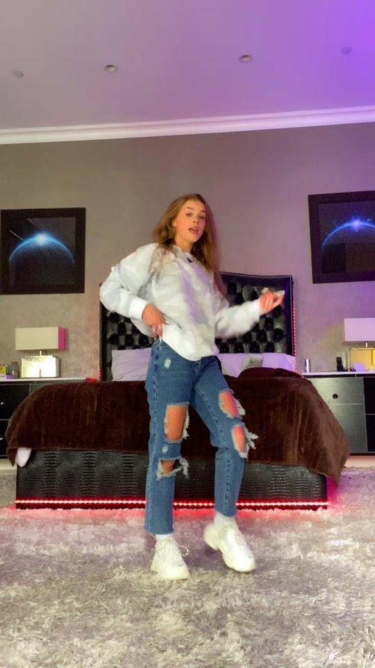 Tik Tok Dances Charli Damelio In 2021 Dance Choreography Videos Dance Choreography Dance Videos