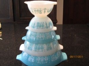 Turquois pyrex mixing bowl set found for a song at estate sale.