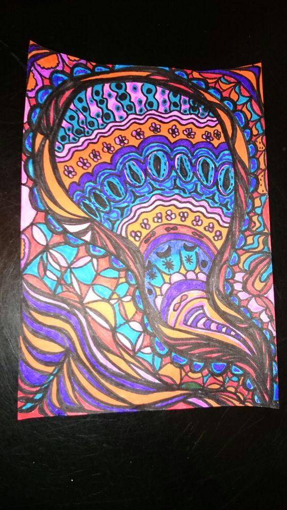 Coloriage au feutres couleurs motif abstrait original