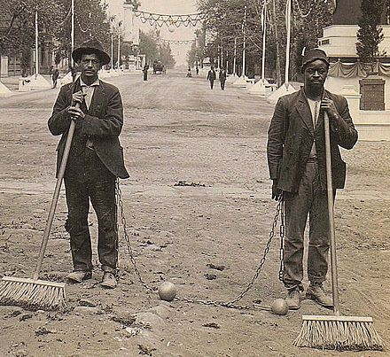 440px-Chain_Gang_Street_Sweepers,_1909.jpg (440×403)