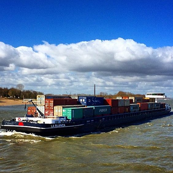 Repost @frankvermaas・・・Gut friend Leon beautiful ship Rdam-BornLine #waal #nlrtm #instamaritiem #instashipping #binnenvaart #Vervoeroverwaterjuisteweg #barge #cargo #container #containers #containership #ship #sea #shipment #shipping #totallogistic
