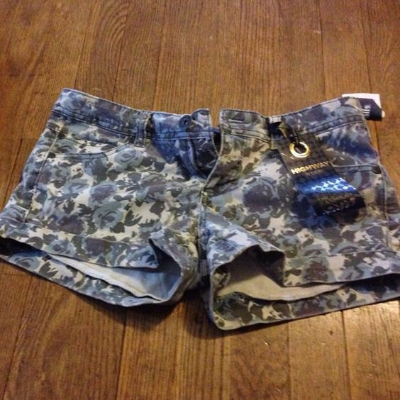 Cute shorts Cute shorts with floral design Other