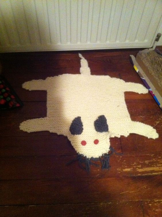 tapis souris pour chat au tricot grosse laine aiguilles. Black Bedroom Furniture Sets. Home Design Ideas