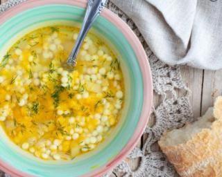 Soupe de pâtes à la courgette jaune : http://www.fourchette-et-bikini.fr/recettes/recettes-minceur/soupe-de-pates-la-courgette-jaune.html