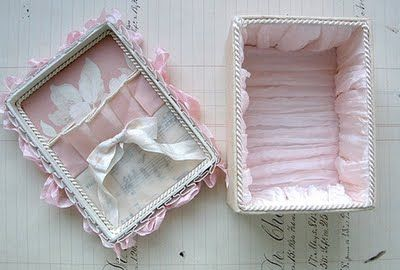 I think free image.  From the-feathered-nest.blogspot.com.  lj  Gorgeous things ~