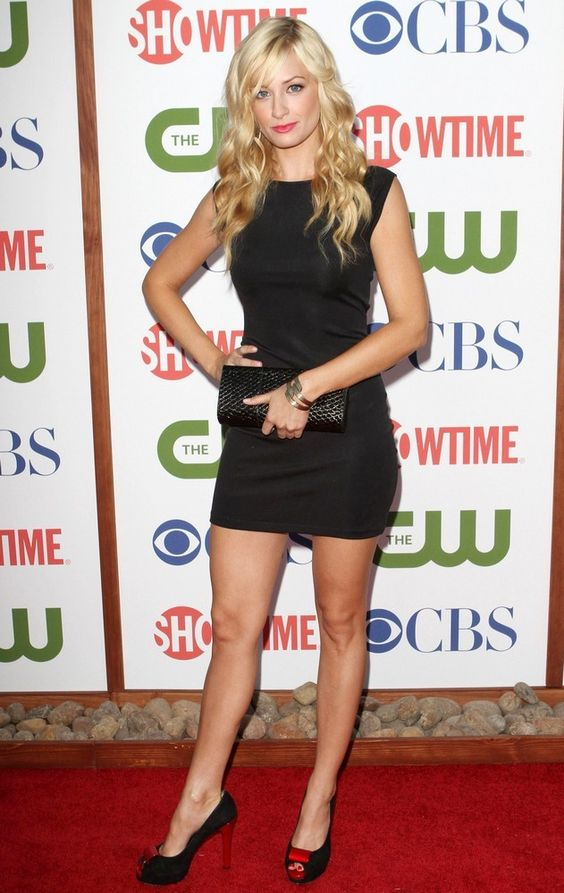 Beth Behrs looking stunning in a little black dress and heels ...