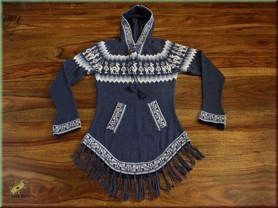 Kapuzenpullover mit Inka Symbole    Das Design wird bestimmt vom historischen und hübschen Lama-Symbol mit Baum.    Die Inkas hatten eine ausgeprägte Vorliebe für symmetrische sich wiederholende Figuren und geometrische Symbole.  Diese Figuren finden sich an der Kapuze, den Taschen, Ärmeln und am unteren Abschluss des Pullover. Hier befinden sich auch Fransen, die bei Bewegungen mitschwingen.    Durch die Alpaka-Polyacrylmischung ist der Pullover gleichfalls warm, weich und leiert nicht aus.