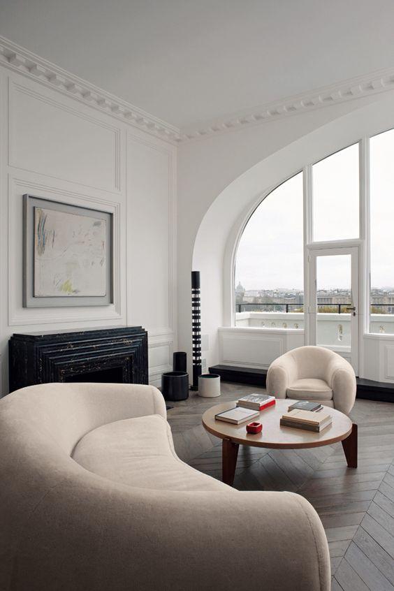 Love the Jean Royere sofa and chair! Paris, architecte Joseph Dirand © Adrien Dirand (AD n°100 mai 2011)