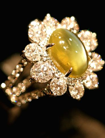 Honey Yellow Chrysoberyl Cat's Eye, set in 18K white gold and Diamonds