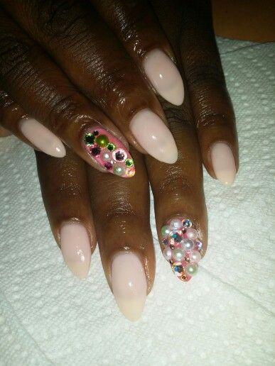 Almond Shape. Gel nails