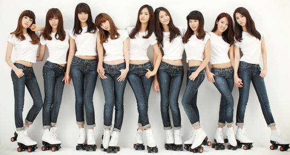 girls-geneartion-jeans-roller-skates-navels.jpg (JPEG Image, 1586 × 852 pixels) - Scaled (92%)