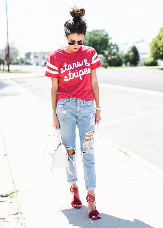 Hello Fashion. Red t-shirt with print+distressed jeans+red ankle strap heeled sandals+white handbag. Summer outfit 2016