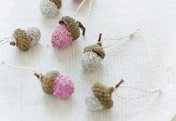 disco acorns with glass glitter // holiday decorating ideas  Click to see 9 more creative holiday DIY projects.