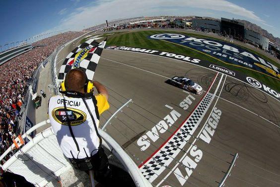 Tony Stewart takes the checkered flag at Las Vegas