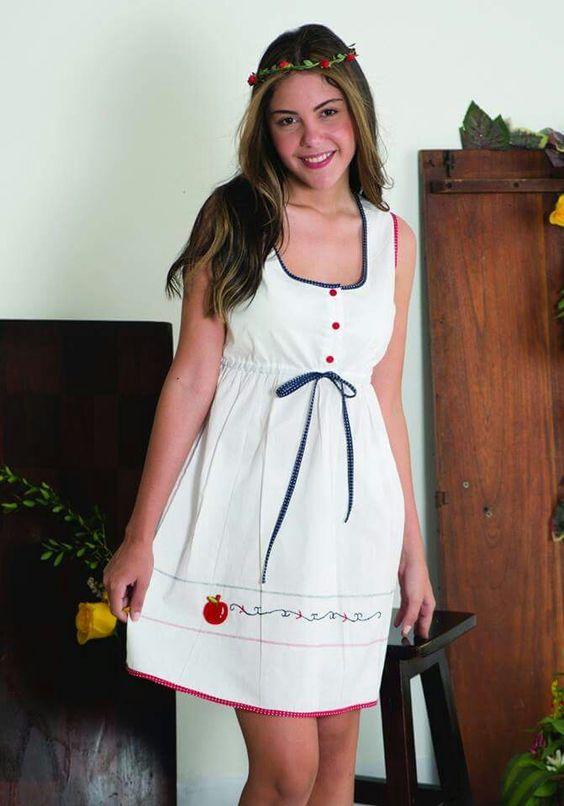 Ref: 2611 pijama bata dama  Confeccionada en algodón,  decorada con sesgos y bordado a mano
