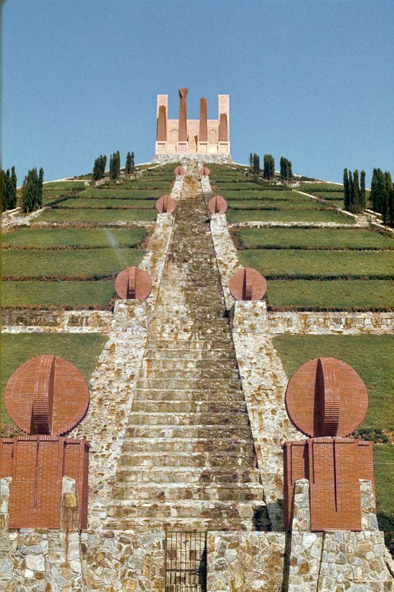 The Pyramid In Spanish French Border Ricardo Bofill Taller De Arquitectura Pyramids Ricardo Bofill Monument