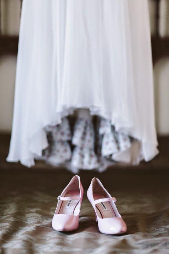 pink shoes for bride. weddings. Dos en la Pasarela: bodas