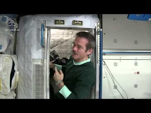 Dormir dans l'espace - YouTube
