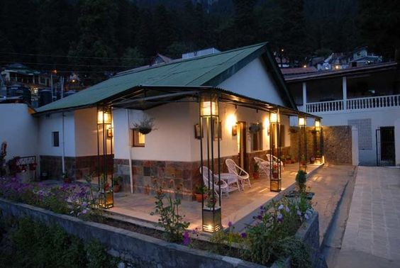 The hotel Shervani Hilltop Resort is ideally located 2 km away from the Mall Road,. The resort offers best and impeccable staying options for the gussets. The hotel arranges adventurous activities such as climbing, trekking, paragliding and horse riding
