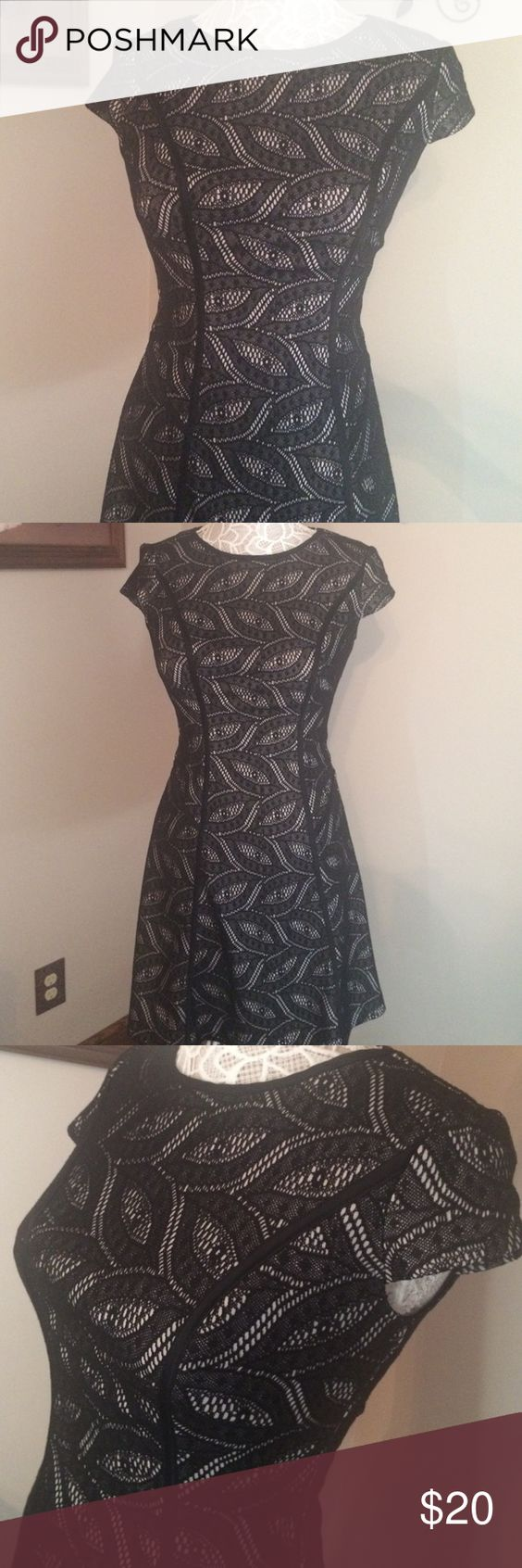 New York and company dress Lace overlay stretch fit & flare dress. Size Xs. Mannequin measurements are 28 waist. 36 chest. New York & Company Dresses