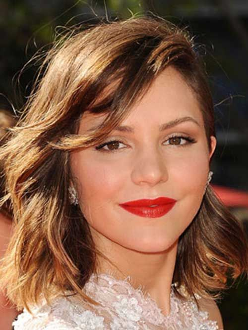 15 Short Haircuts For Heart Shaped Faces   http://www.short-hairstyles.co/15-short-haircuts-for-heart-shaped-faces.html