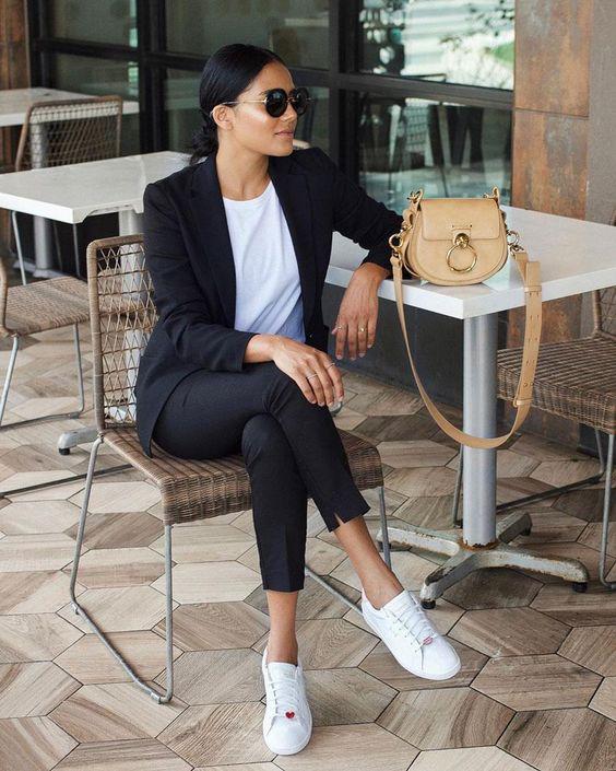 Looks con zapatillas para la oficina: 10 loosk de moda invierno 2020 - InStyle
