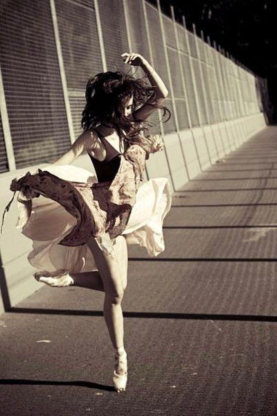eu quero dançar a música da vida...quero dançar sem parar...se o sapato estragar, descalço-me e danço mesmo assim...não posso parar, nem para chorar...