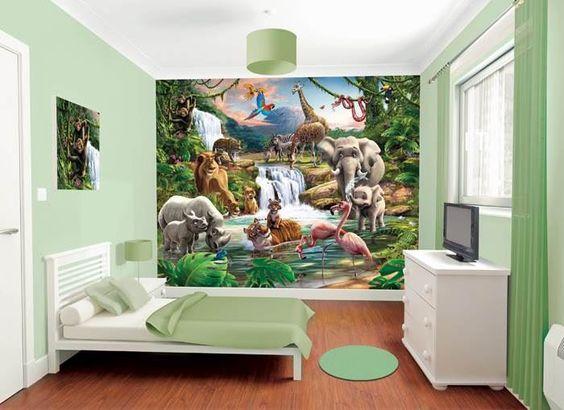 Wall-By-Wall | Jungle fotobehang. Verschillende dieren samen in de natuur bij het water in een foto op behang. De ideale decoratie voor in de kinderkamer. Krokodil, slang, tijger, flamingo, olifant, neushoorn, leeuw, zebrapaard, giraf, papegaai, aap en jachtluipaard allemaal mogelijk in 1 print op jouw muur.