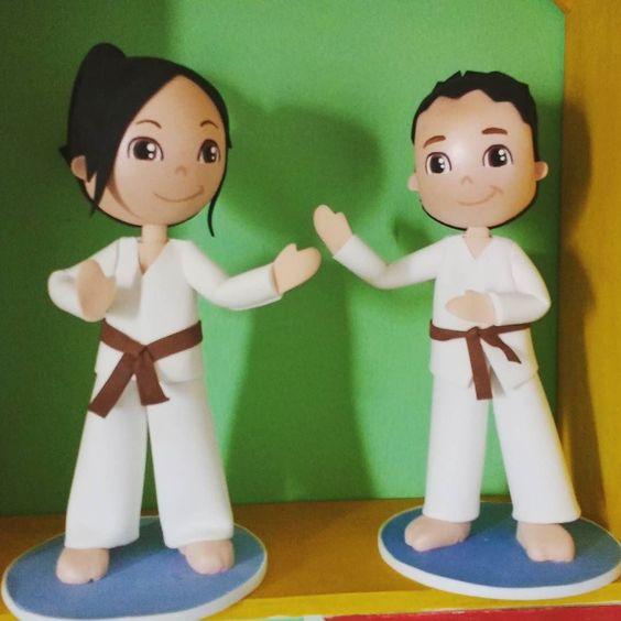 Menina e meninos lutadores de karatê. #karate  #karatekid