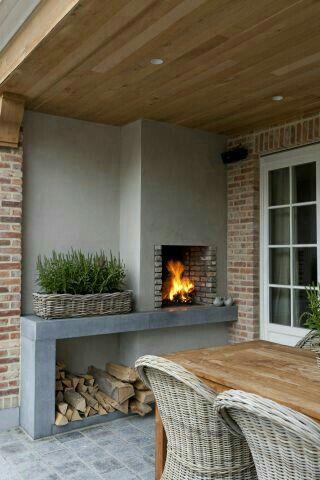 Landelijke tuin | Combinatie van beton, steen, hout en riet: prachtig