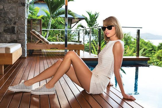 Taylor Swift leg-a-luscious for Keds