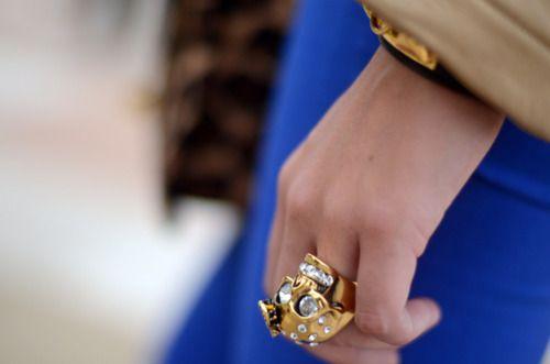 gold skull ring