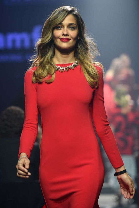 Lady in red Irina Shyak, wearing a one-of-a-kind Bulgari necklace, sauntered down the catwalk during the 2014 amfAR Charity Gala.