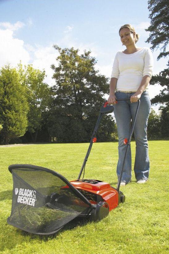 Der Black & Decker Elektro-Rasenlüfter GD300 ist ein leistungsstarker Rasenlüfter für einfaches und schonendes Entfernen von Moos und Rasenfilz.
