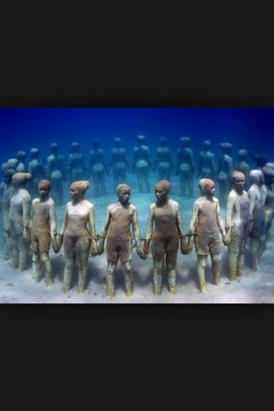 De bajo del mar