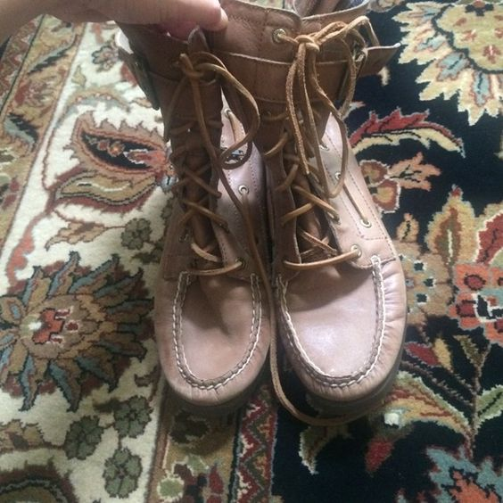 Sperry high top lace up boots Size 7.5. Minimal wear Sperry Top-Sider Shoes Lace Up Boots