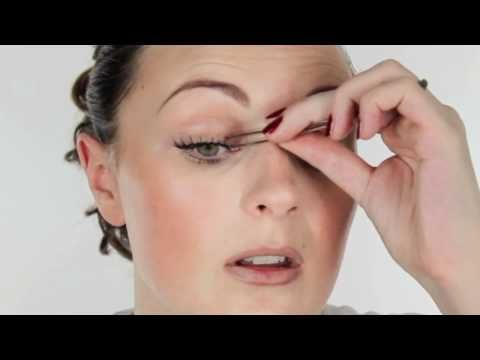 I always got prob wearing fake lashes and hope this video helps!