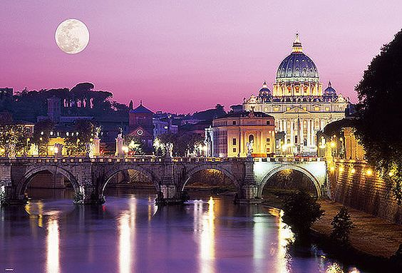 満月と素敵なサン・ピエトロ大聖堂です。