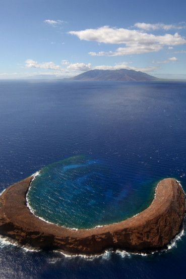 Molokini, Hawaii - Keen to ensure that you capture the most picture perfect views of Maui during your stay? Take inspiration from our pick of the island's most scenic spots. Read more at https://wanderlusters.com/picture-perfect-views-of-maui/ #travel #hawaii #paradise #photography