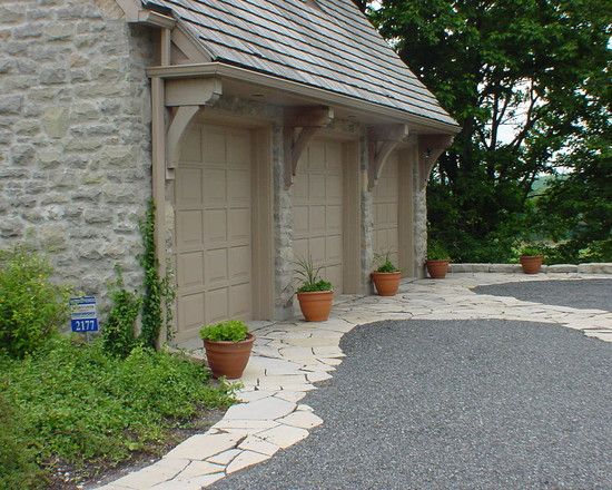 Traditional Garage And Shed Gravel Driveway Design