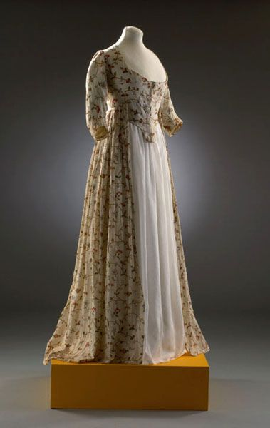 Long cream dress with open front skirt panel showing white underskirt. Ca.1793-97. From the Museum of Costume, Bath. The outline has practically no side extensions!