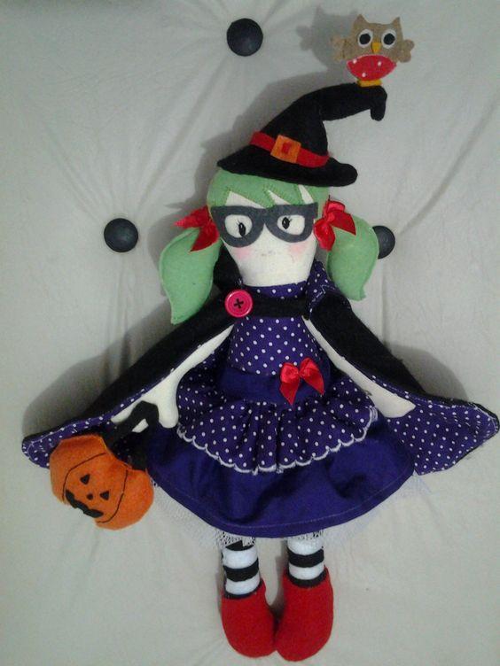 boneca bruxa Hallow de tecido e feltro